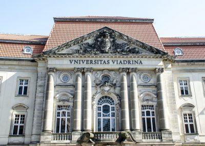 Europa-Universität Viadrina in Frankfurt (Oder), Hauptgebäude, Portal